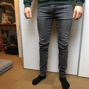 Grå levis jeans model 519 slim, fejler intet og er næsten som nye.  W32/L34