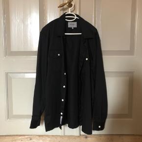 Fin kraftig skjorte fra Carhartt WIP i xl, aldrig brugt !