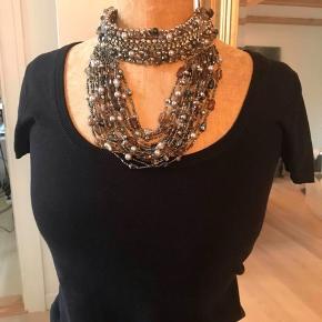 Smukkeste halskæde . Brugt 1 gang.  nypris 900kr