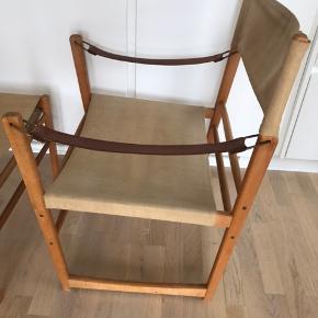 Rigtig fin safaristol med tilhørende skammel i kanvas stof. Formodentlig designet i 60'erne af Bengt Ruby for IKEA. Så  det er en rigtig gammel IKEA vintage møbel. Fremstår i god stand og med god patina.