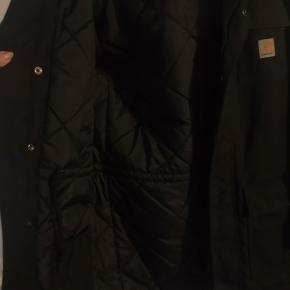 Super lækker jakke til det kolde vejr fra Carhartt. Sælges i butikkerne til 1200kr.  Mp:700 Np:1275  Model: X' Siberian  Farve: sort Unisex jakke Vinter jakke