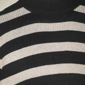 Smukkeste glimmer bluse fra Jacqueline de Yong.
