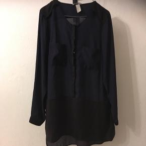 Lilla og sort skjorte fra H&M i str. 44.  35kr- eller kom med dit bud😊 Aarhus