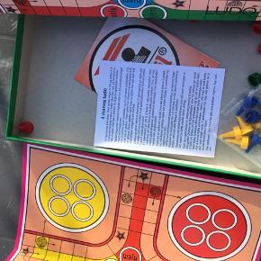 LUDO spil fra Dan Spil, brætspil  Har kun været brugt et par gange, men æsken bære præg af at have ligget i en kassen i en længere periode