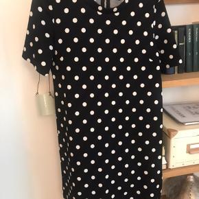 Flot prikket kjole fra HM Kom gerne med et bud 🌸 Se også mine andre annoncer ✌🏽