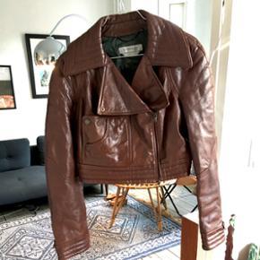 Verdens lækreste Max Mara Sportsmax læderjakke. Desværre for lille til mig. I perfekt stand