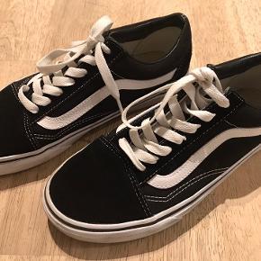 Fede sneakers i god stand - tæt på at være som ny