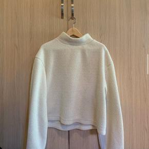 Super sød bamseagtig sweater bliver desværre ikke brugt.