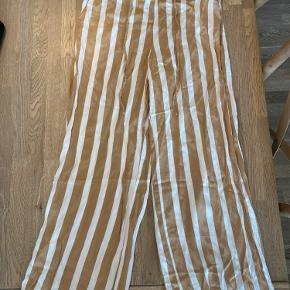 Super flotte og behagelige bukser. Perfekt stand.