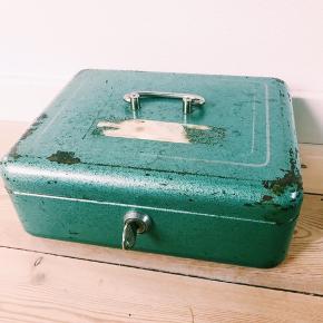 Rigtig fin pengekasse - kan også bruges til smykkeskrin. H9 L25 B20