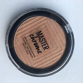 Maybelline master chrome highlighter i 100 molten gold. Produktet er prøvet på 2 gange