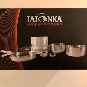 Helt nyt campingkøkken-sæt fra Tatonka inkl. 2 x kopper, 2 x tallerkener og 2 sæt bestik