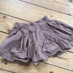 Cfk nederdel str 98  -fast pris -køb 4 annoncer og den billigste er gratis - kan afhentes på Mimersgade 111 - sender gerne hvis du betaler Porto - mødes ikke andre steder - bytter ikke