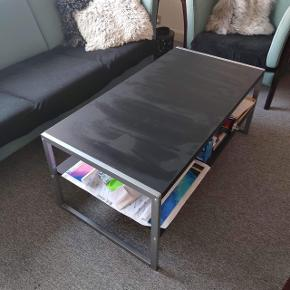 Sofabord sælges.300kr men ved hurtig handel kan jeg gå med til 250kr  Skal hentes ved en veninde i 7100 Vejle