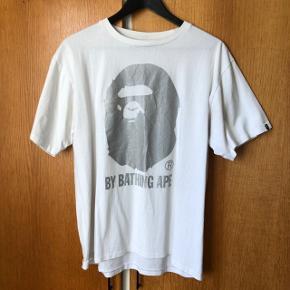 Bape t-shirt i str. Large.  FAST PRIS