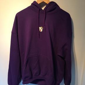 Rigtig fin hoodie fra New Love Club med brodering  Skal afhentes i Nørresundby