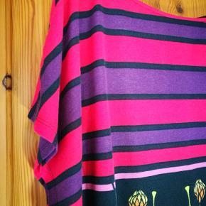 Fin farverig bluse. Er som ny uden brugstegn.