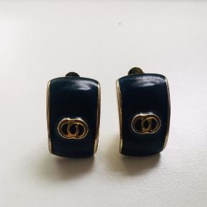 Flawless vintage clip on earrings.❤️  #trendsalesfund