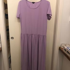 🟡🟡 3 FOR 2 🟡🟡 *  Lilla Liberté kjole brugt én enkelt gang. Sælges da den ikke bliver brugt. Nypris ukendt.   *Jeg sælger ud og har derfor lavet et tilbud, så hvis du køber 3 ting hos mig, får du den billigste gratis.