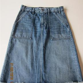 Brand: 000 Varetype: cowboy-nederdel Størrelse: 26 Farve: se foto  Bytter ikke!
