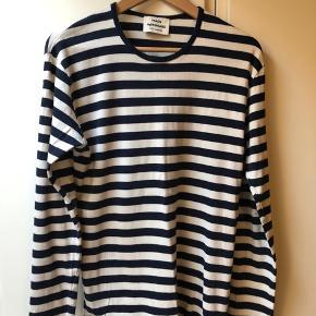 Klassisk stribet Mads Nørgaard bluse.   Størrelse S/M, sælges udelukkende pga den er en smule for lille. Ingen tegn på brug og er kun vasket en gang.