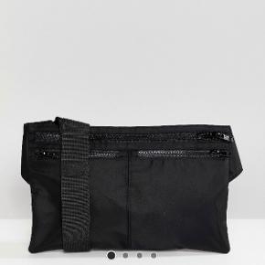 sælger min weekday taske, har et par ridser foran