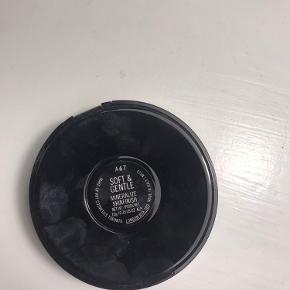 Sælger denne Mac Mineralize Highlighter da jeg ikke går med det og fik det i gave :)