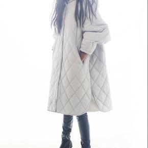 Den totalt udsolgte jakke  Fin ikke sendt den afsted indenfor retur Periode Mp 550 kr