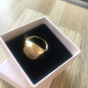 Smukkeste nye ring forgyldt Sterling sølv med fineste blomster gravering. Str 53