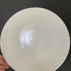 Brugt få gange. Som nyt.   Kan både bruges til madservering eller som pyntefad.   Skal afhentes i Aarhus C.  Bud er velkomne.