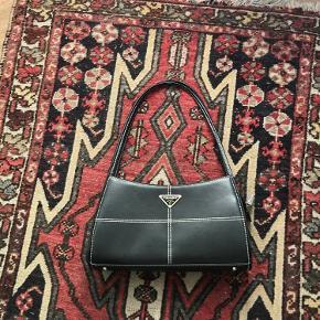 Super sød sort taske :) SKRIV FØR I KØBER!!!