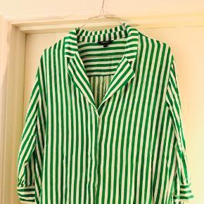Sælger denne lange skjorte kjole fra Mbym i str. XL 💚 Brugt meget få gange ✨