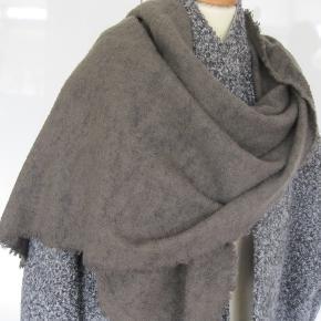 Super lækkert tørklæde fra FS. Brugt få gange, aldrig vasket. 68x200  Ny pris 2600 Sælges til kun 800 inkl porto via mobilapy