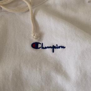 Hvid champion hoodie i str S, aldrig brugt  Nypris var 750kr MP 450