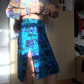 Vildt flot vintage nederdel, størrelse small cirka. Købt her på Tradono, men passer mig desværre ikke