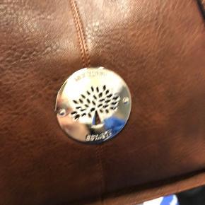 Sælger denne nye fine taske  Næsten ikke brug  1200kr eller BYD