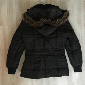 Næsten ny sort fransa jakke str m/L