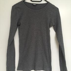 Klassisk t-shirts fra Mads Nørgaard str. XS sælges. Se også mine andre spændende annoncer🌼