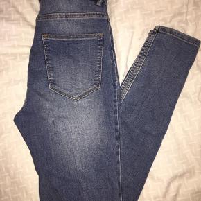 Skinny jeans, begge din stand, 50kr pr. De sorte er fra NA-KD, open hem De blå er fra H&M