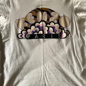 T-shirt med logo fra Kenzo. Brugt men stadig god stand.  Byd😄