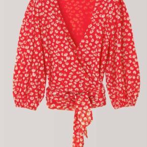 Ganni Mesh Wrap Shirt fra limited edition collection. Elastisk men lille i størrelsen.  Passer en 38-42.  Np: 1200 Mp: 700
