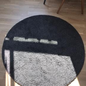 Rigtig fint gulvtæppe fra ikea, har været i brug i et walk in værelse