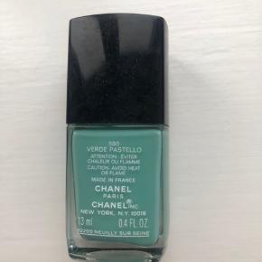 Smuk turkis farvede Chanel neglelak. Brugt én gang.