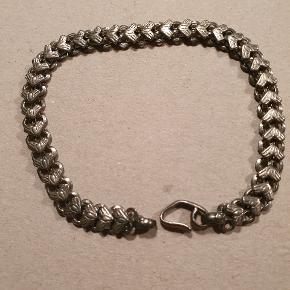 Smukt gammelt sølvarmbånd! Længde 23 cm. 😍