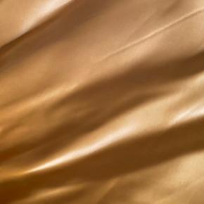 Beklager på forhånd for, at nederdelen er blevet krøllet! Super fin H&M satin nederdel sælges, nypris: 499 str: 34 (xs) - BYD!