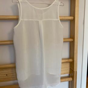 """Råhvid """"gennemsigtig"""" skjorte uden ærmer"""