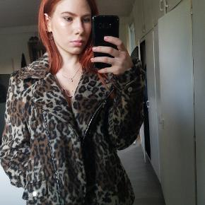Still new with tag oversized leopard print jacket.🔥 Really goood quality, selling it because it's bit too big for me.