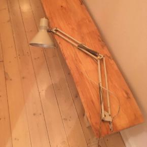 Vintage genbrug lampe Arkitektlampe, arkitektlamper  Kan skrues på et bord eller karm  Sælges sammen eller hver for sig  150kr stk 250kr samlet   Hentes på Nørrebro