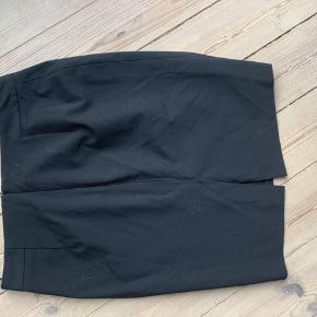 Sort og led talje nederdel i lækker kvalitet med for 🕵🏻♀️ skjult lynlås