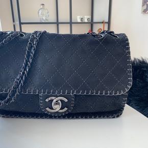 Super fed Chanel taske, fejler intet, har købt tasken hos vintageline i december 2018, og tasken før var beige.  Har kvitteringen.